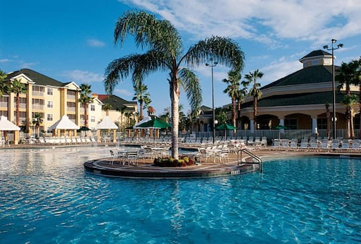 Sheraton Suite for Xmas, Dec 21-28. Seven pools!