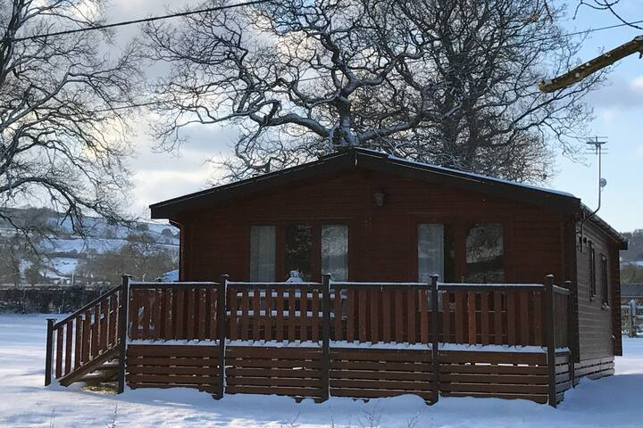 Fully equipped, Private Two Bedroom Wooden Lodge,