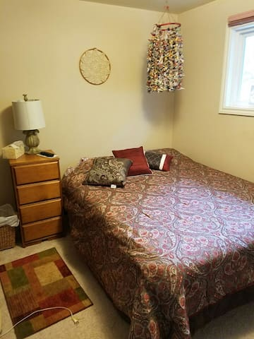 Private Room with Shared Bathroom - Kirkland - Bed & Breakfast
