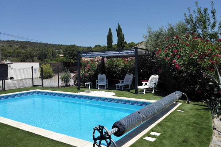 Charming Villa in Azillanet with Private Swimming Pool