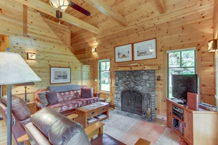 Rustic-chic, riverfront cabin in the woods - close to water, mountains, & skiing