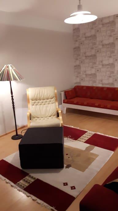 Large Living Room  with two sofa and armchair - Tilava olohuone isommallekin porukalle, sohva, vuodesohva ja nojatuolikin vielä...