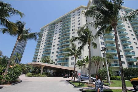 BEAUTIFULL CONDO IN THE HEART OF SUNNY ISLES. - Санни Айлз Бич