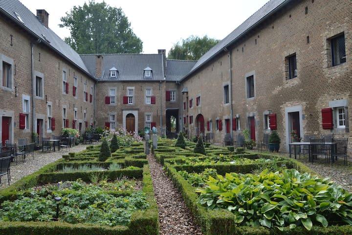 Villa espaciosa cerca del centro de la ciudad en Mesch