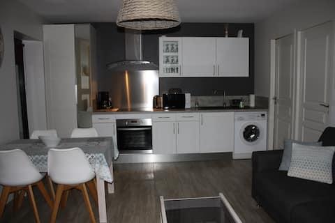 Appartement, 2 pièces, rénové, bien situé + vélos.