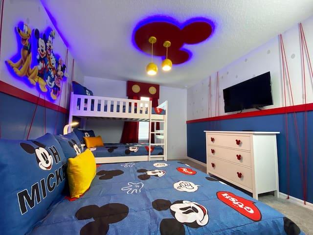 Mickey bedroom (upstairs)
