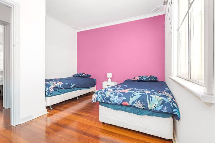 2x King single bedroom