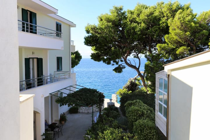 Studio flat near beach Promajna, Makarska (AS-2605-b)