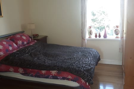 Red Room double bed - with ensuite - Isle of Anglesey - Bed & Breakfast