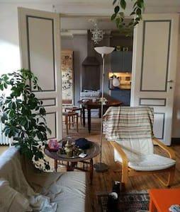 Super chambre 150 euros/semaine porte de namur - Elsene - Huoneisto