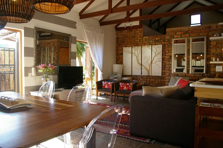 Upmarket, centrally located cottage - Hermanus - 一軒家