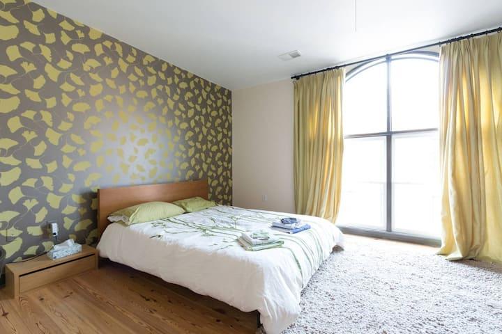 Modern Rustic/Industrial Townhouse (Kiwi Room)