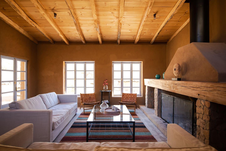 Sala de estar con chimenea - Living room with chimney