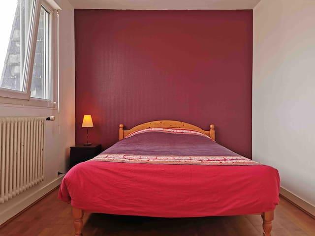 Chambre dans une maison proche du centre (1)