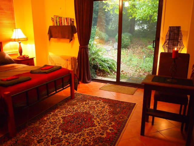 Ferny Forest Retreat - Sassafras - Guest suite