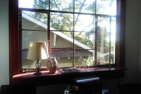 Pleasant room for 2 or 3 with balcony/near UAB