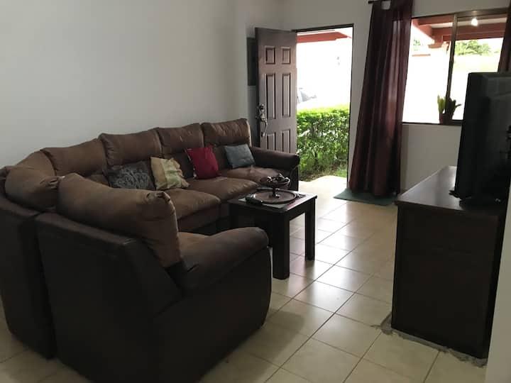 Habitación con baño privado en casa nueva