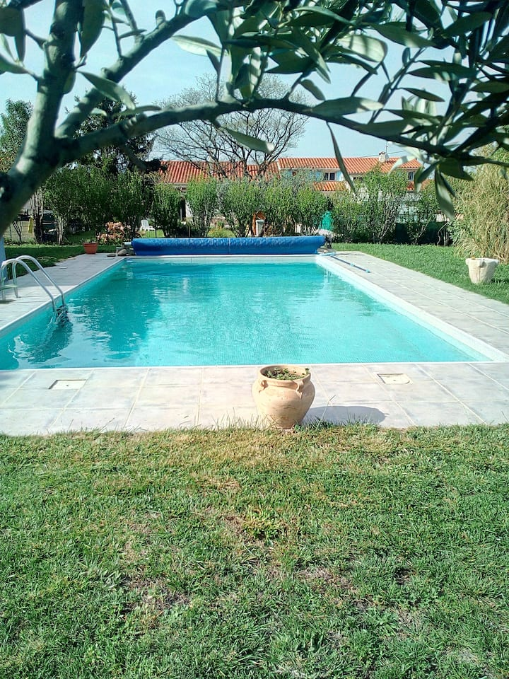 The Photinias, Villa with Garden and Pool