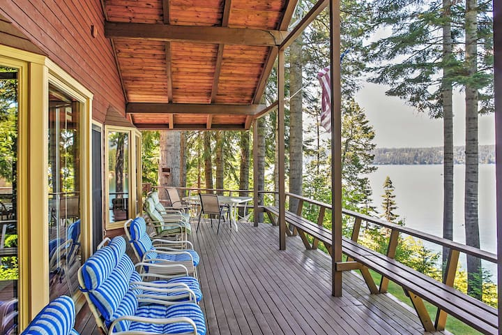 Relax outside and enjoy the stunning lake scenery!