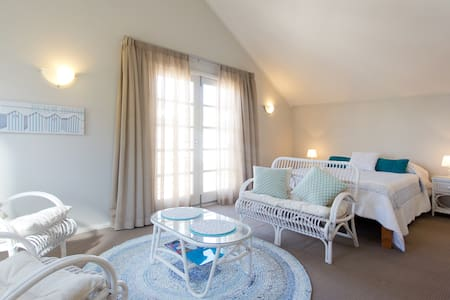 Fremantle Local Beach Studio - South Fremantle