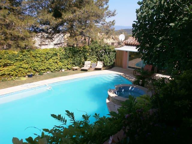 Charmant studio indépendant avec piscine - Peyrolles-en-Provence - 방갈로