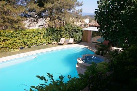 Charmant studio indépendant avec piscine - Peyrolles-en-Provence
