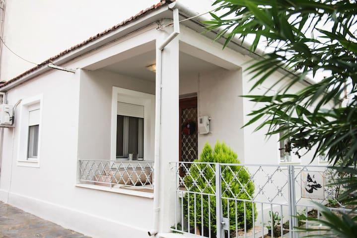 FONDA'S HOUSE