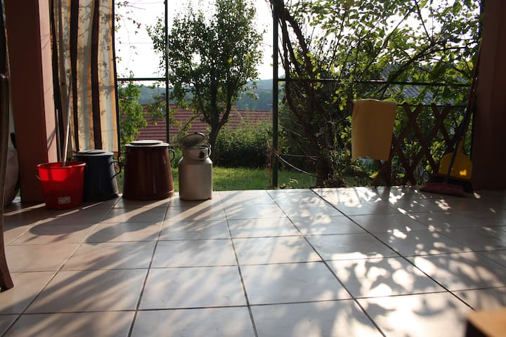 Relaxed [flat+terrace+garden] on a hill / nature - Zagreb - Apartment