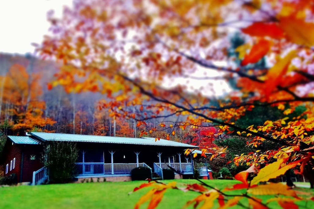 Chasing Rainbows Lodge in full fall colors