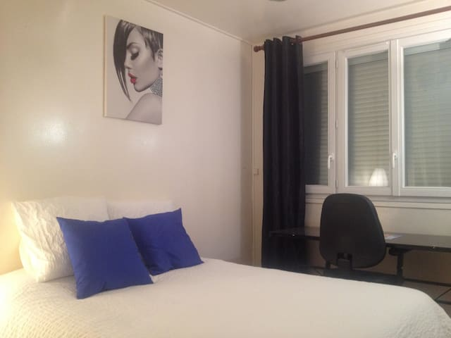 Lovely Bedroom with desktop, close to Paris - Mantes-la-Jolie