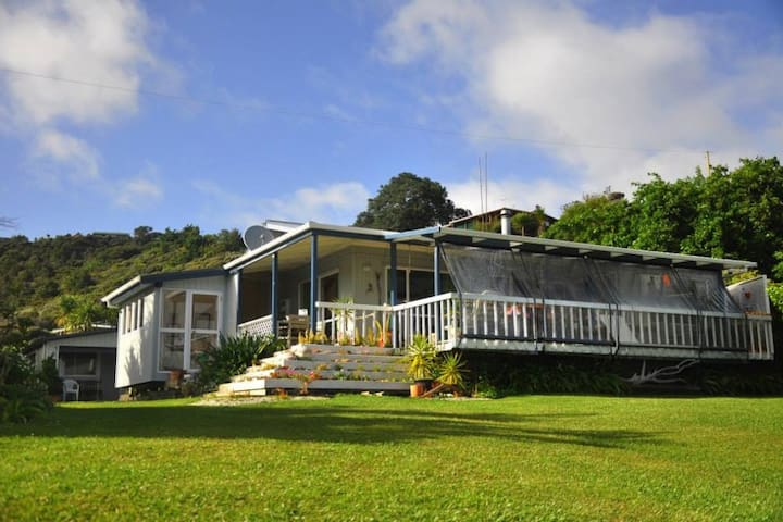 Cape Brett Backpackers - Sleep-out/share room/dorm - Rawhiti - Retkeilymaja