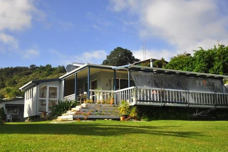 Cape Brett Backpackers - Sleep-out/share room/dorm - Rawhiti