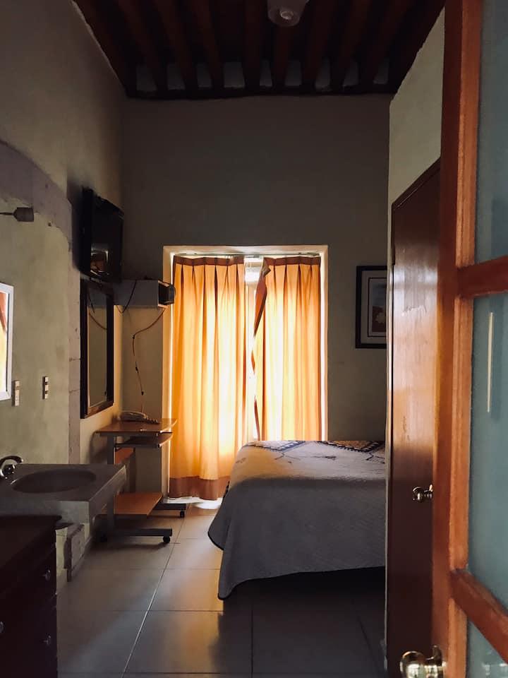 Linda habitación sencilla en centro histórico