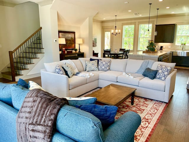 ♦️NEW Ruby Townhome w/Concierge 2 Miles from A&M♦️