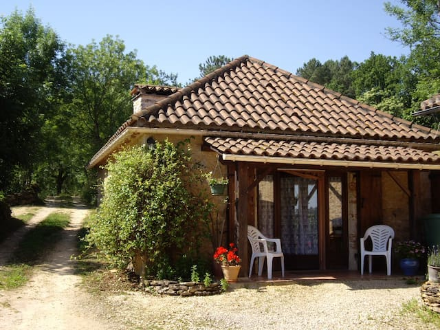Studio in converted barn, rural location - Montcabrier - Pension