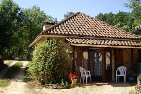 Studio in converted barn, rural location - Montcabrier - Guesthouse