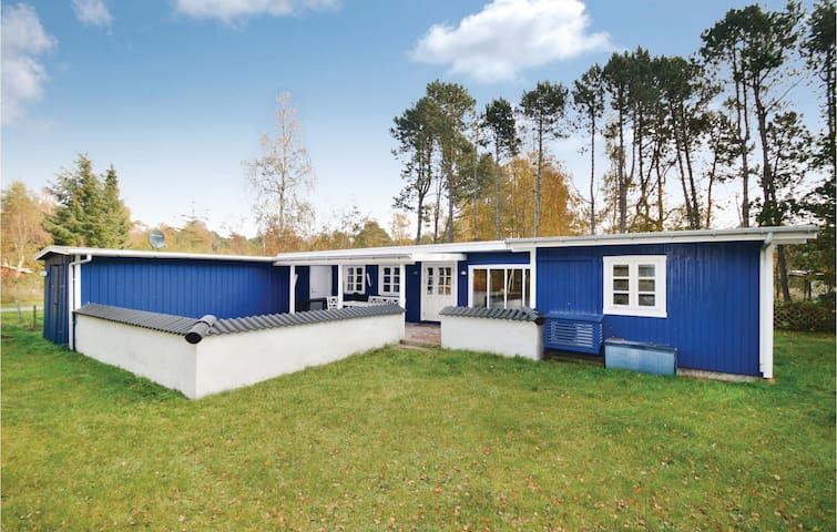 Holiday cottage with 2 bedrooms on 74m² in Rødby