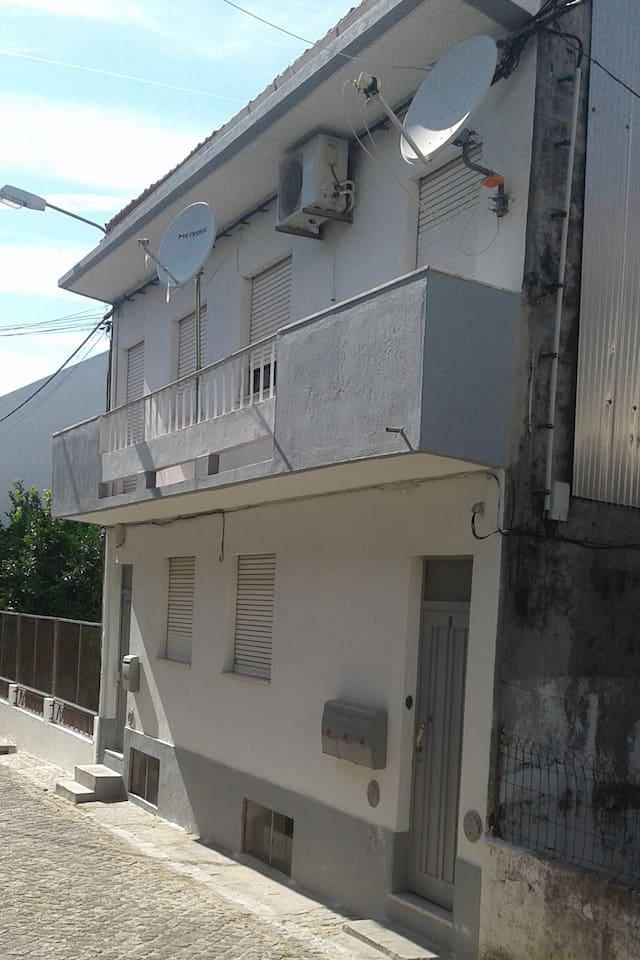 Apartment located in a zone traditionaly  linked with studends and railroad workers