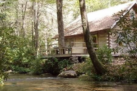 Rustic Creekside Cabin Perfect for a Quiet Getaway