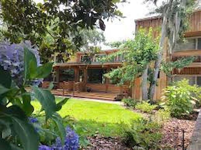 Huspa Plantation Waterfront Home