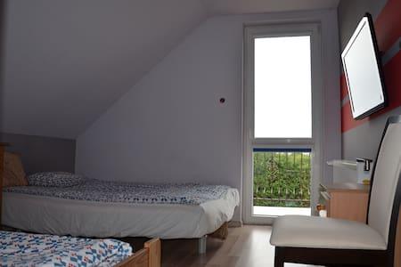 pokój 3 osobowy w spokojnej  okolicy - pucki - House