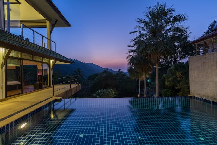 Relaxing villa, amazing view in the hills.