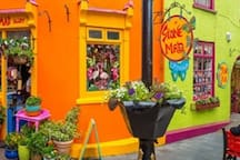 Spend a day exploring the narrow and colourful streets of Kinsale 15 mins away.