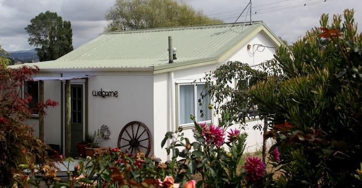 SECRET GARDEN B&B - A rural cottage that sleeps 2