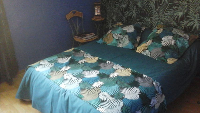 """Chambres """"palmiers"""" 1 lit 2 personnes 140 cm"""