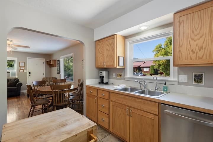 Lake Street 425 ~ Fantastic 2bed/2bath Home Right in Town!  Walkable to Everything in Sandpoint!