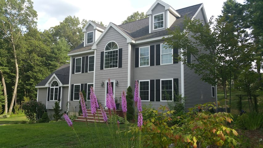 Big, new and clean Colonial House - Billerica - House