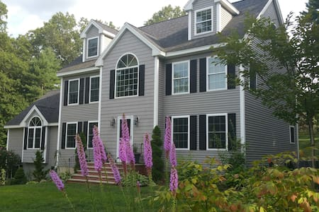 Big, new and clean Colonial House - Billerica