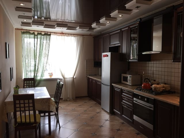 A decent apartment near drinking hall - Essentuki - Apartment