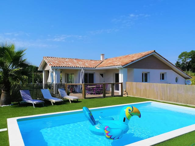 House 4* with pool, close to the beach, west coast